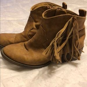 Girls Justice size 2 suede boots